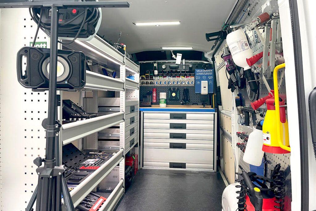 Innos Tools værktøjsbil indretning med værktøj og kemi