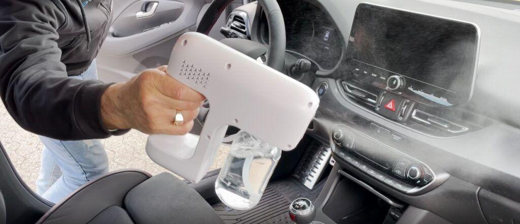 Innos overfladedesinfektion og EODS elektrisk overfladedesinfektionssprayer - Indvendig desinfektion af personbil