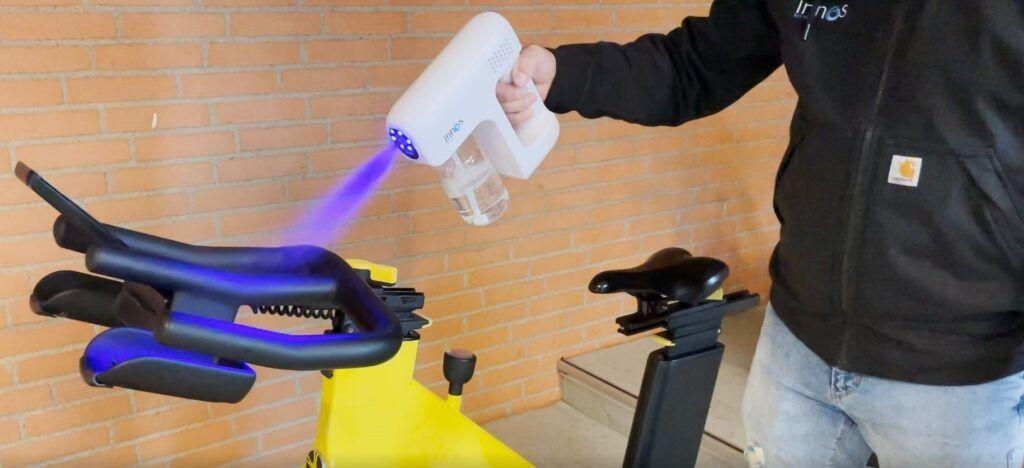 Innos Tools overfladedesinfektion af motionscykel hos Vejen Idrætscenter