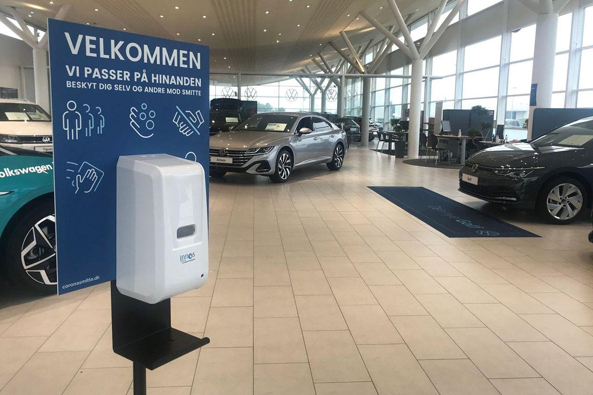 Innos automatisk dispenser til hånddesinfektion hos Volkwagen Vejen